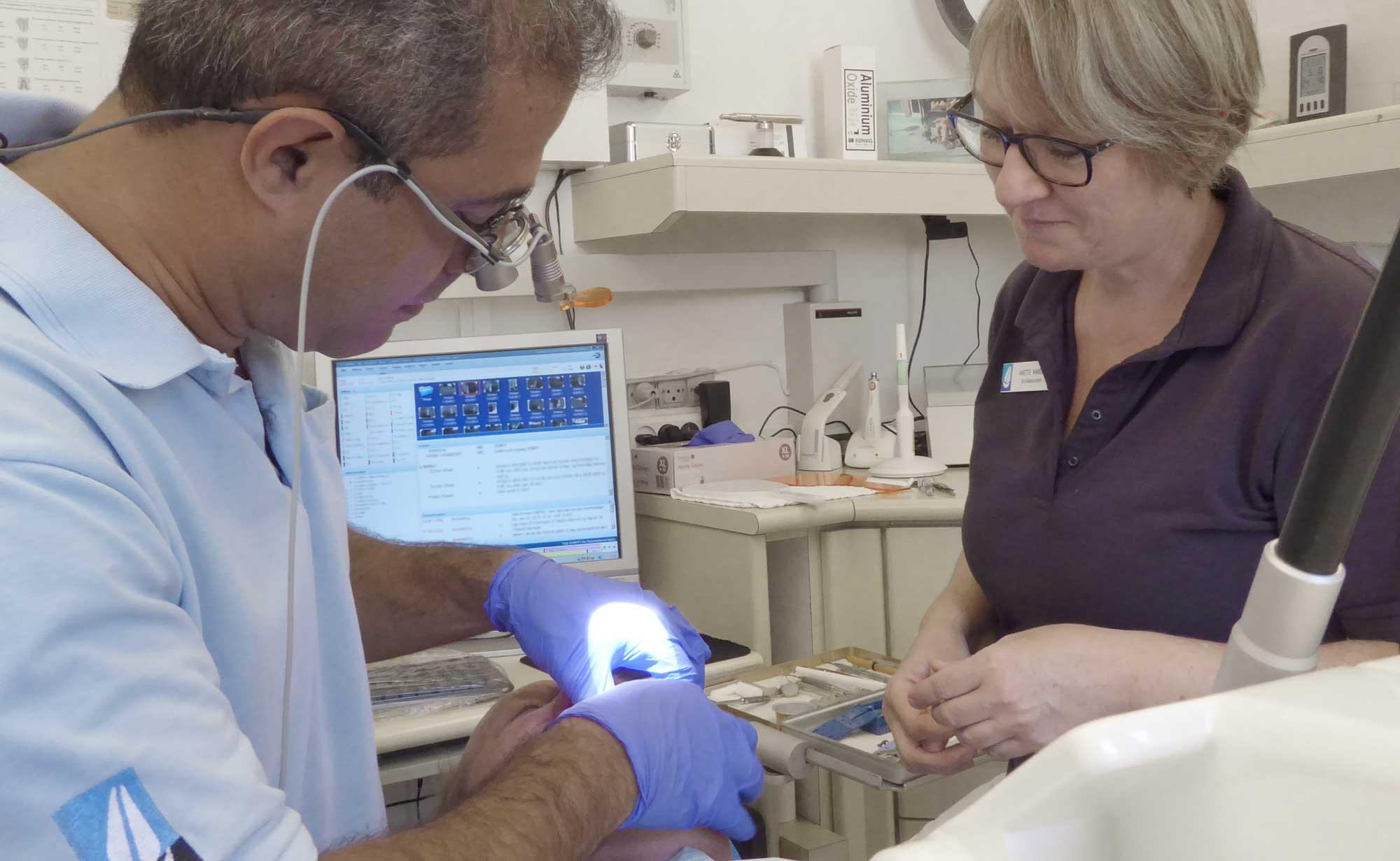 Tandeftersyn / tandrensning med ultralyd